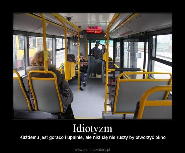 Idiotyzm – Każdemu jest gorąco i upalnie, ale nikt się nie ruszy by otworzyć okno