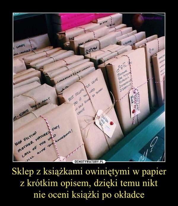 Sklep z książkami owiniętymi w papierz krótkim opisem, dzięki temu niktnie oceni książki po okładce –