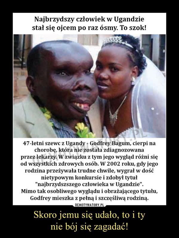 """Skoro jemu się udało, to i tynie bój się zagadać! –  Najbrzydszy człowiek w Ugandziestał się ojcem po raz ósmy. To szok!47-letni szewc z Ugandy - Godfrey Bagum, cierpi nachorobę, która nie została zdiagnozowanaprzez lekarzy. W związku z tym jego wygląd różni sięod wszystkich zdrowych osób. W 2002 roku, gdy jego rodzina przeżywała trudne chwile, wygrał w dośćnietypowym konkursie i zdobył tytuł""""najbrzydszszego człowieka w Ugandzie"""".Mimo tak osobliwego wyglądu i obrażającego tytułu, Godfrey mieszka z pełną i szczęśliwą rodziną."""