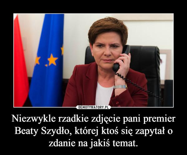Niezwykle rzadkie zdjęcie pani premier Beaty Szydło, której ktoś się zapytał o zdanie na jakiś temat. –