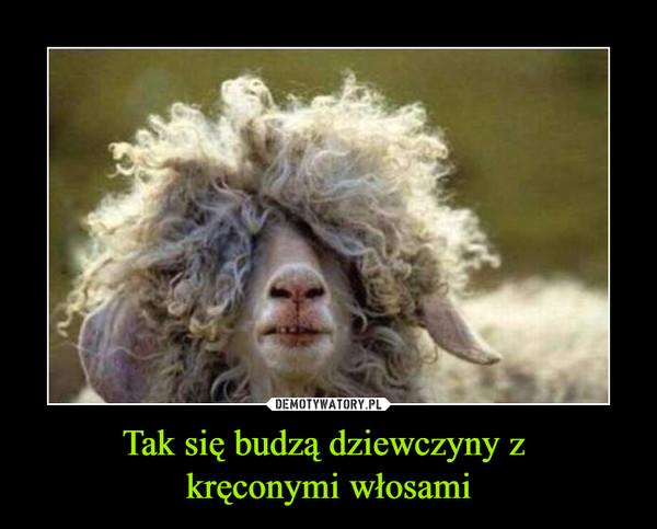 Tak się budzą dziewczyny z kręconymi włosami –