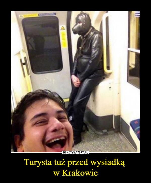 Turysta tuż przed wysiadką w Krakowie –