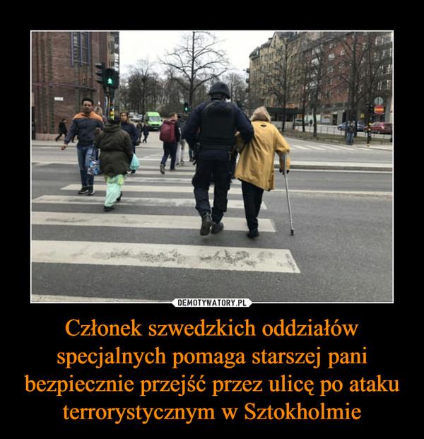 Członek szwedzkich oddziałów specjalnych pomaga starszej pani bezpiecznie przejść przez ulicę po ataku terrorystycznym w Sztokholmie –