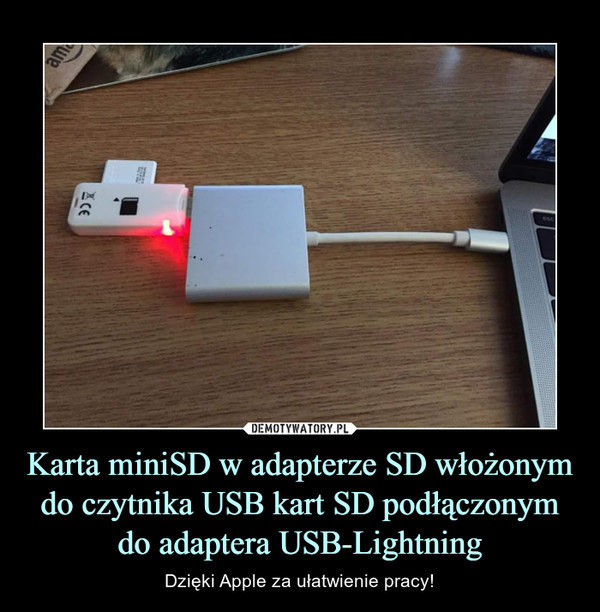 Karta miniSD w adapterze SD włożonym do czytnika USB kart SD podłączonym do adaptera USB-Lightning – Dzięki Apple za ułatwienie pracy!