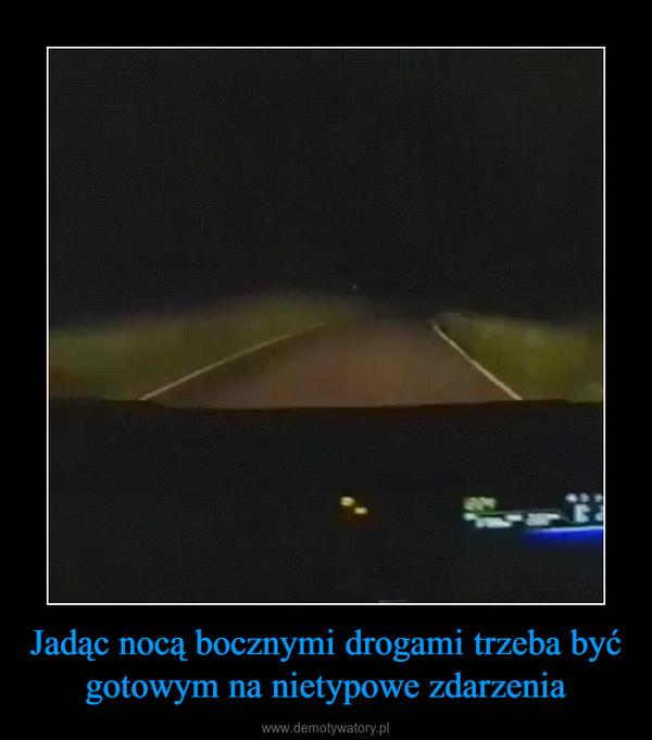 Jadąc nocą bocznymi drogami trzeba być gotowym na nietypowe zdarzenia –