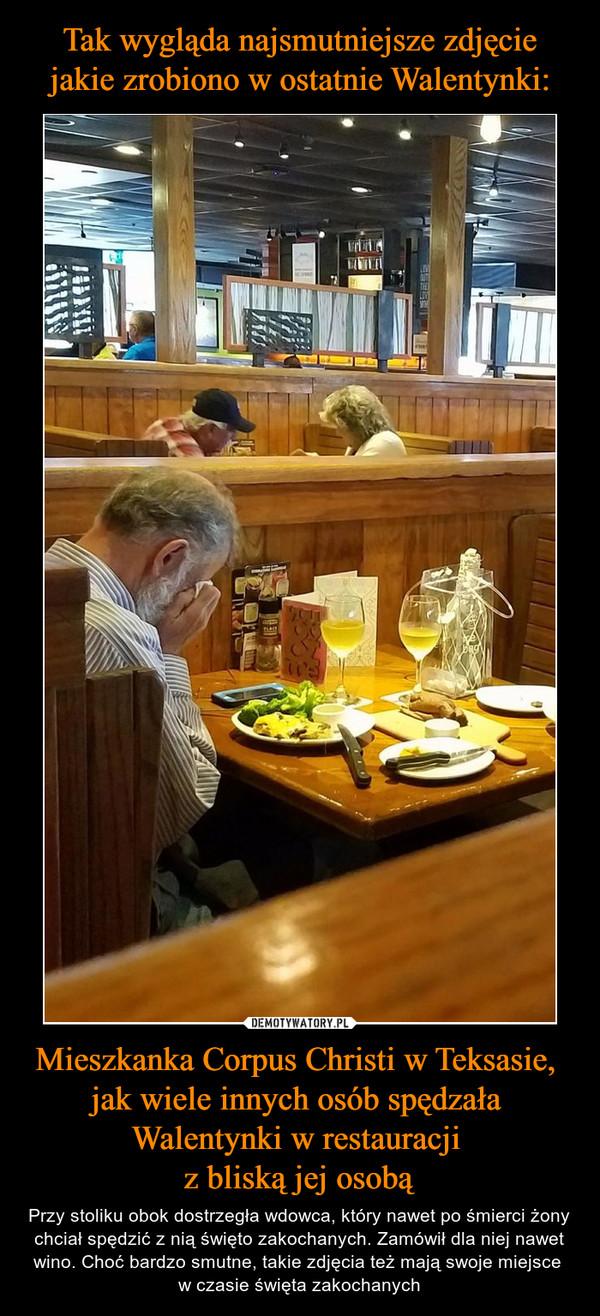 Mieszkanka Corpus Christi w Teksasie, jak wiele innych osób spędzała Walentynki w restauracji z bliską jej osobą – Przy stoliku obok dostrzegła wdowca, który nawet po śmierci żony chciał spędzić z nią święto zakochanych. Zamówił dla niej nawet wino. Choć bardzo smutne, takie zdjęcia też mają swoje miejsce w czasie święta zakochanych