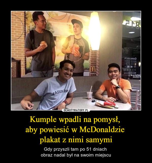 Kumple wpadli na pomysł, aby powiesić w McDonaldzie plakat z nimi samymi – Gdy przyszli tam po 51 dniach obraz nadal był na swoim miejscu
