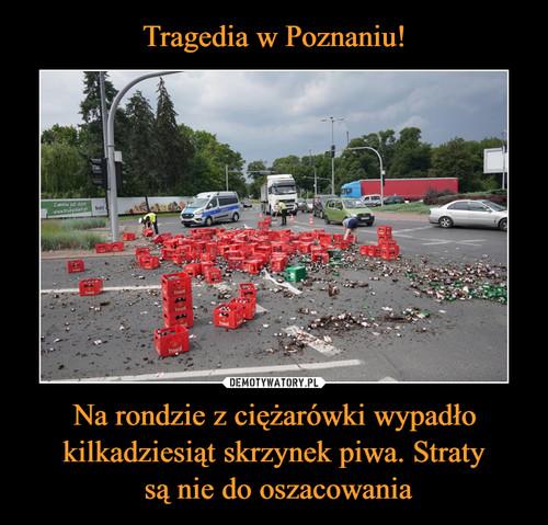 Tragedia w Poznaniu! Na rondzie z ciężarówki wypadło kilkadziesiąt skrzynek piwa. Straty  są nie do oszacowania
