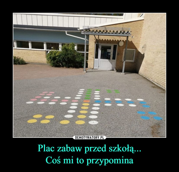 Plac zabaw przed szkołą...Coś mi to przypomina –