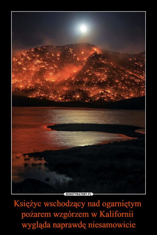Księżyc wschodzący nad ogarniętym pożarem wzgórzem w Kalifornii wygląda naprawdę niesamowicie –