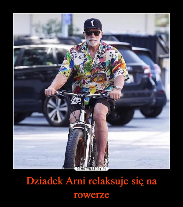 Dziadek Arni relaksuje się na rowerze –