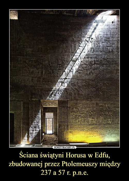 Ściana świątyni Horusa w Edfu, zbudowanej przez Ptolemeuszy między 237 a 57 r. p.n.e.